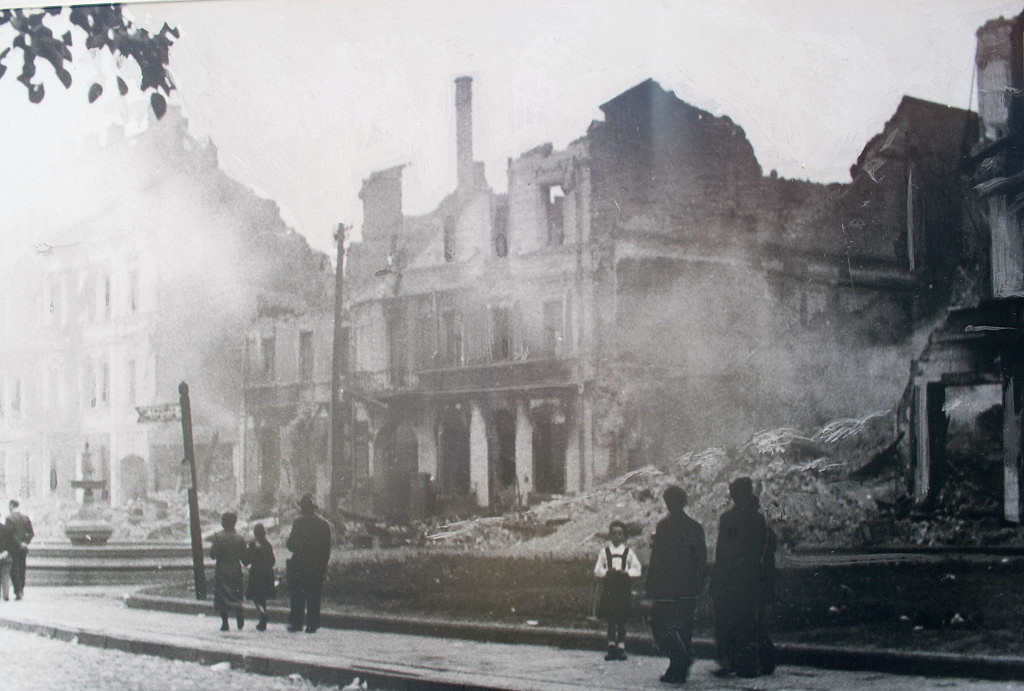en_Bia_ystok_smouldering_ruins_1941_NAC